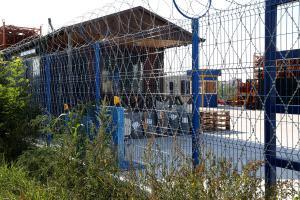 Ограждение из сварной и колючей сетки Пиранья вокруг склада