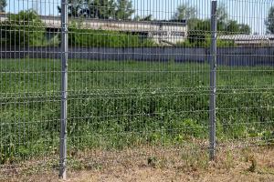 Ограждение из сварной сетки на поле